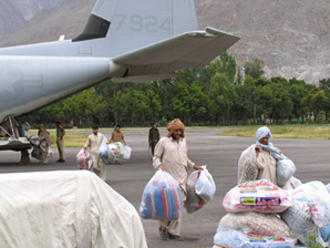 Pakistanis unload supplies