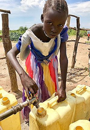 Child collecting water. Photo credit: Daniel Cusick/E&E News