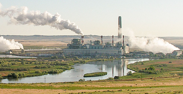 Dave Johnson coal-fired power plant, central Wyoming. Photo credit: Greg Goebel/Flickr