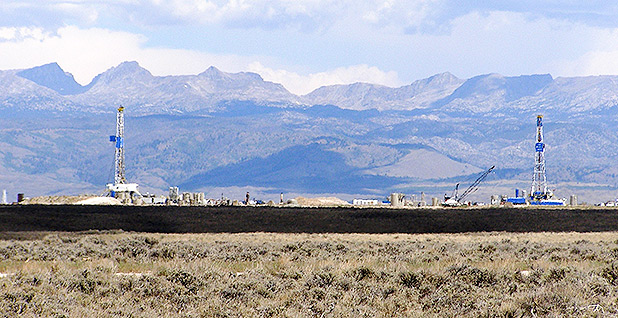 Oil and gas wells on public lands. Photo credit: Bureau of Land Management/Flickr
