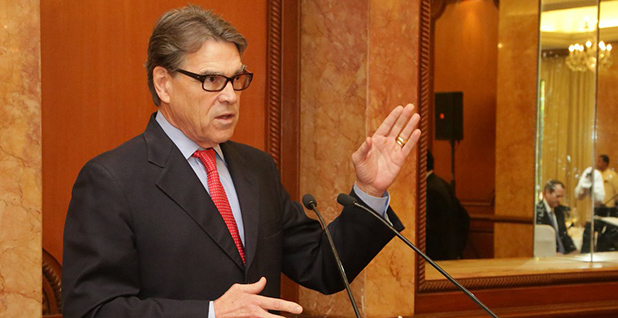 Energy Secretary Rick Perrys speaking at a podium. Photo credit: @USAmbIndia/Twitter