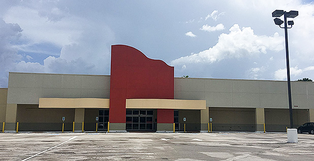 Abandoned H-E-B Houston store. Photo credit: Edward Klump/E&E News