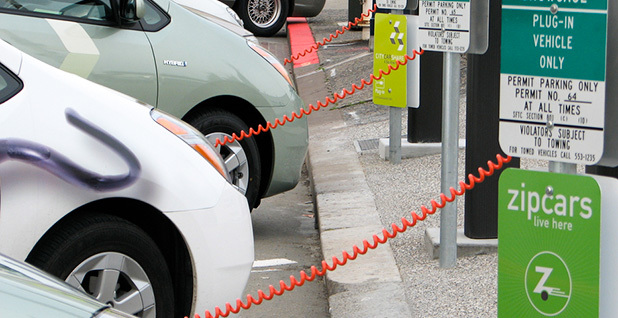 Electric cars at charging station. Photo credit: Felix Kramer/Wikipedia