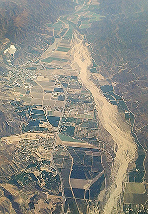 Santa Clara River. Photo credit: Alfred Twu/Wikipedia