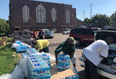 Flint, Mich., water bottle distribution. Photo credit: George Cahlink/E&E News