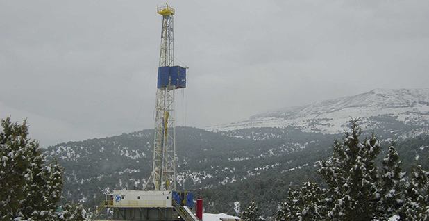 Colorado gas drilling. Photo credit: Plazak/Wikimedia Commons
