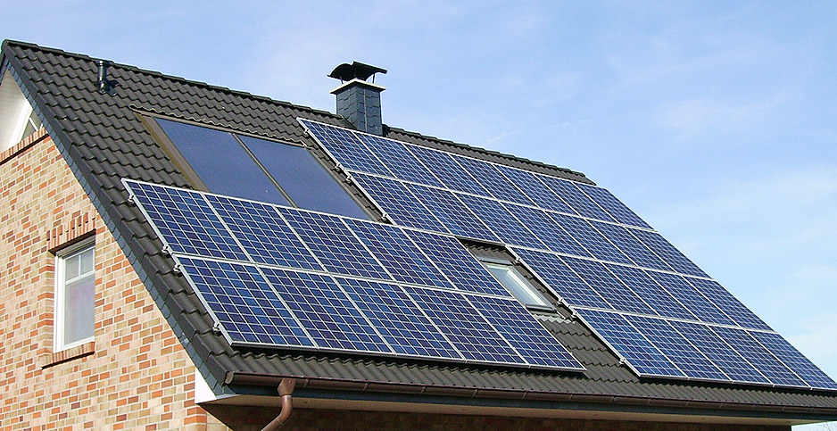 Rooftop solar panels. Photo credit: Pujanak/Wikipedia