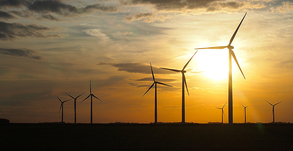 Iowa wind farm at sunset. Photo credit: Samir Luther/Flickr