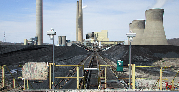 Conveyor belt at John E. Amos Power Plant. Photo credit: Tikilucas/Wikimedia Commons