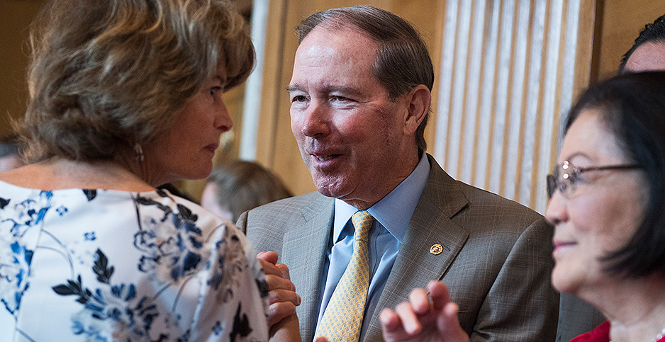 Sens. Lisa Murkowski (R-Alaska) and Tom Udall (D-N.M.). Photo credit: Tom Williams/CQ Roll Call/Newscom