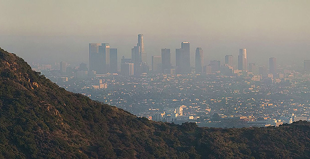 Los Angeles smog. Photo credit: Diliff/Wikipedia