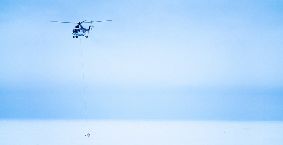 A helicopter from the Akademik Fedorov. Photo credit: Hans Honold/@AWI_de/@MOSAiCArctic/Twitter