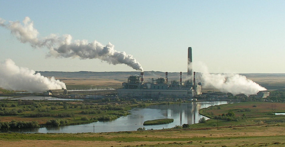 Dave Johnston coal-fired power plant in central Wyoming. Photo credit: Greg Goebel/Flickr