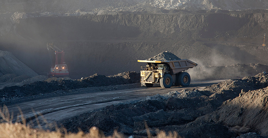 Powder River Basin coal mine. Photo credit: Jim West/agefotostock/Newscom