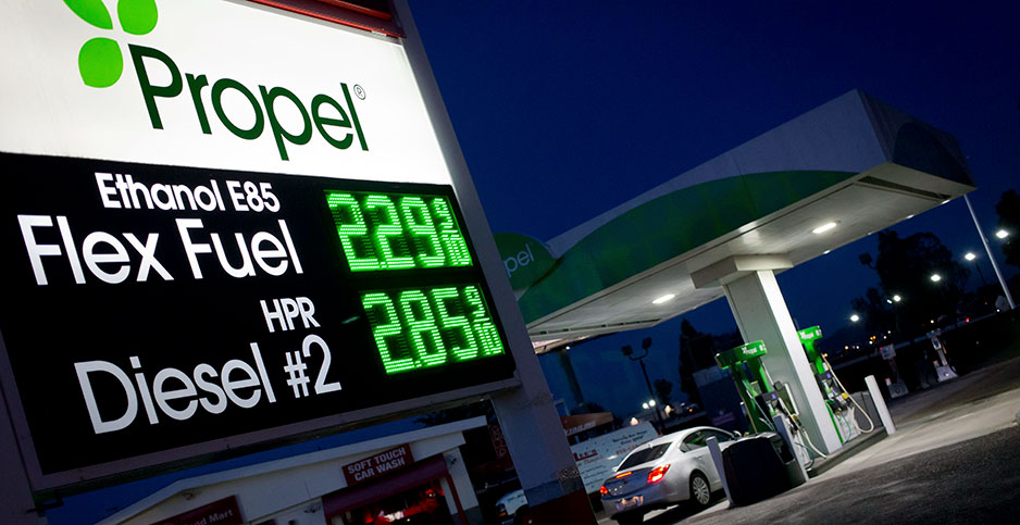A gas station in San Diego sells E85 and renewable diesel. Photo credit: picture alliance/Frank Duenzl/Newscom