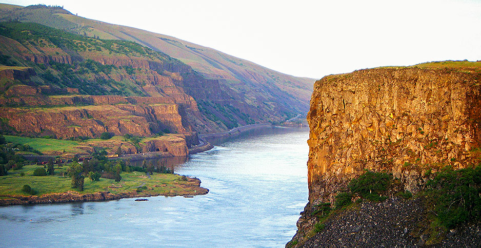 Columbia River Gorge. Photo credit:  Sarah McDevitt/Flickr