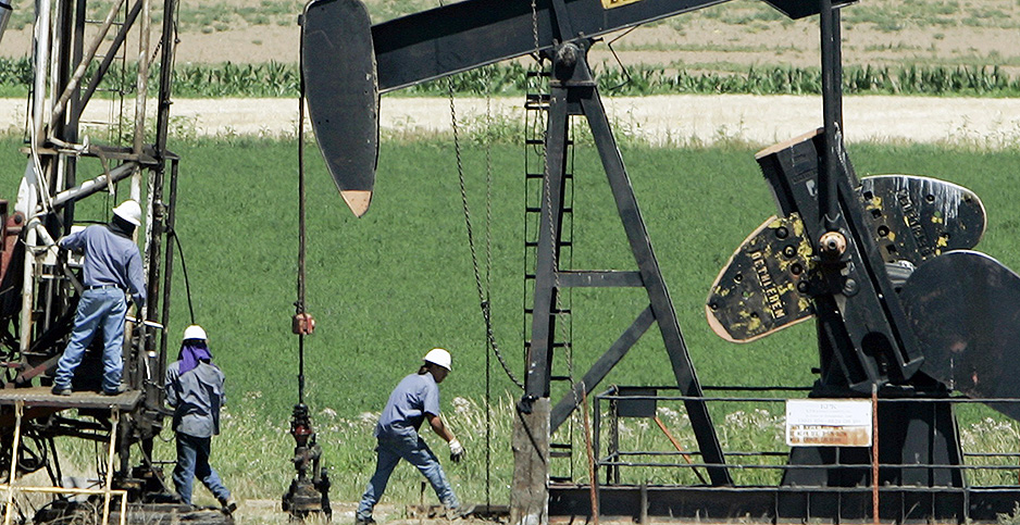 Workers install an oil well in Colorado. Photo credit: Rick Wilking/REUTERS/Newscom