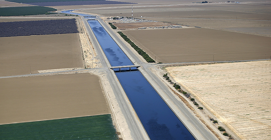California Aqueduct and farm fields.  Photo credit: Lucy Nicholson/REUTERS/Newscom