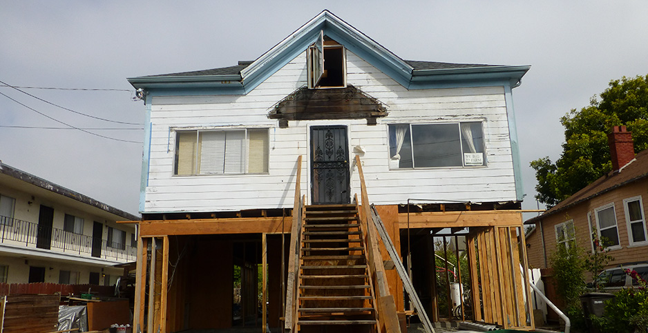 A house is raised in San Francisco. Photo credit: Mike Linksvayer/Flickr