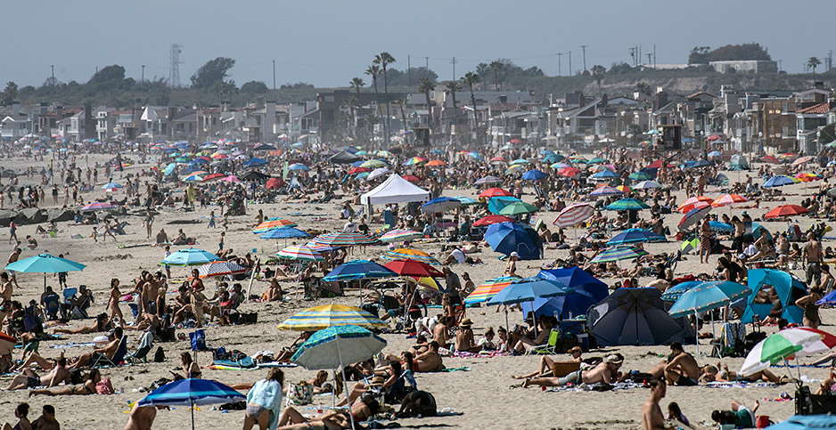 Crowds gathered on Newport Beach, Calif. Photo credit: Mindy Schauer/ZUMA Press/Newscom
