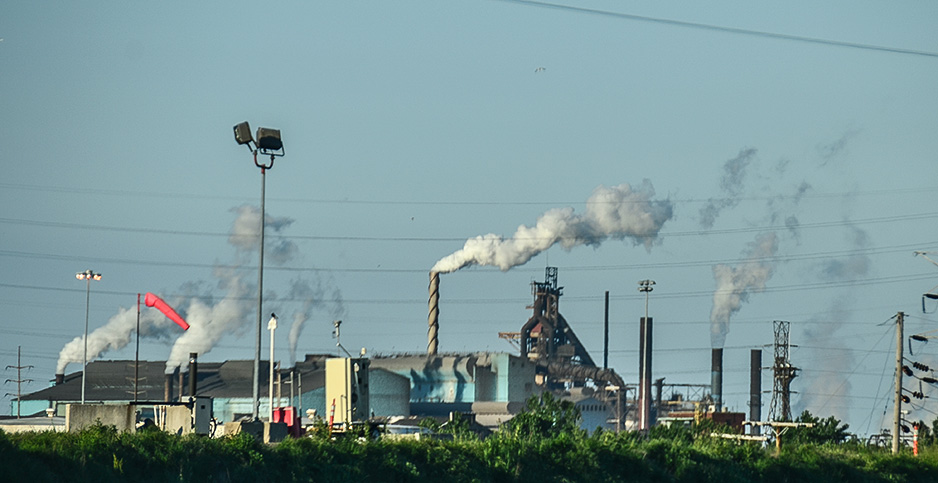 A steel mill in Indiana. Photo credit: Eric Allix Rogers/Flickr