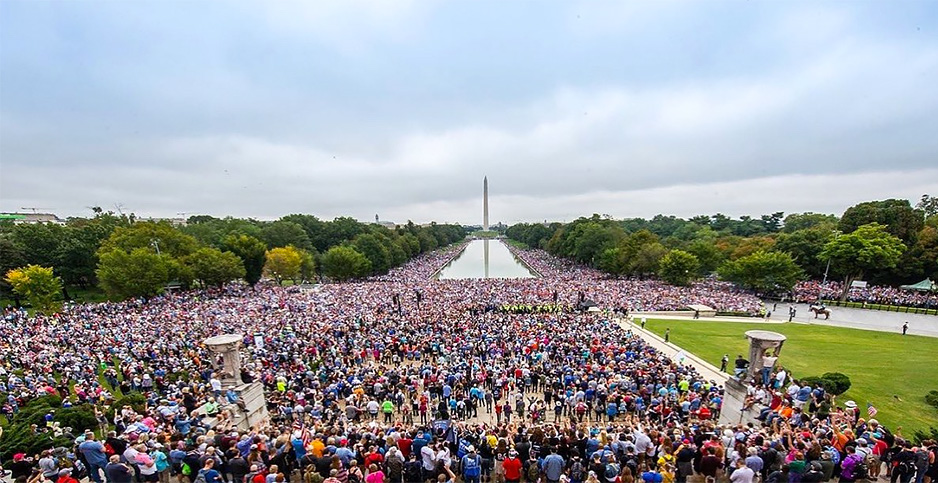 A crowd on the National Mall, Sept. 26, 2020. Photo credit:  @seanfeucht/Twitter