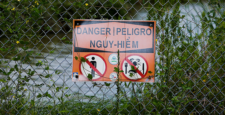 A sign near the San Jacinto River Waste Pits Superfund Site. Photo credit: Michael Ciaglo / Houston Chronicle via AP