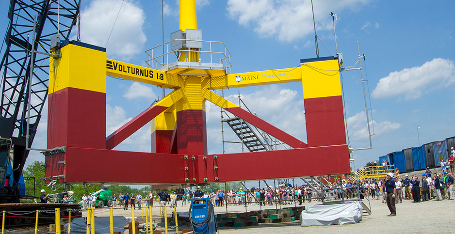 A crane hoists a 65-foot-tall floating turbine prototype developed by the University of Maine. Photo credit: Jplourde umaine/Wikimedia Commons