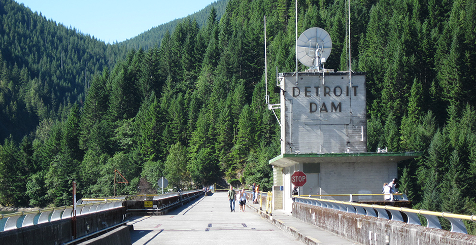 The Detroit Dam and Detroit Reservoir in Oregon. Photo credit: Doug Kerr/dougtone/Flickr