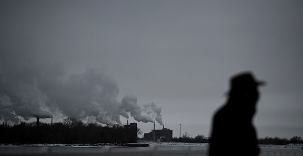 Power plant on Mississippi River. Photo credit: Carlos Barria/REUTERS/Newscom