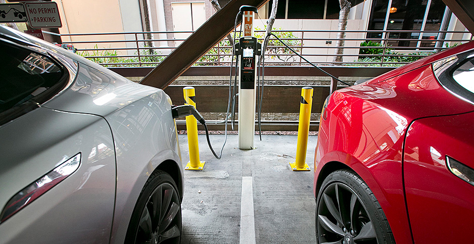 Electric vehicles charging in Palo Alto, Calif. Photo credit: LiPo Ching/Bay Area News Group/TNS/Newscom