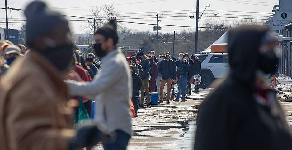 People lining up to get clean water in Austin, Texas. Photo credit: Mario Cantu/Cal Sport Media/Newscom
